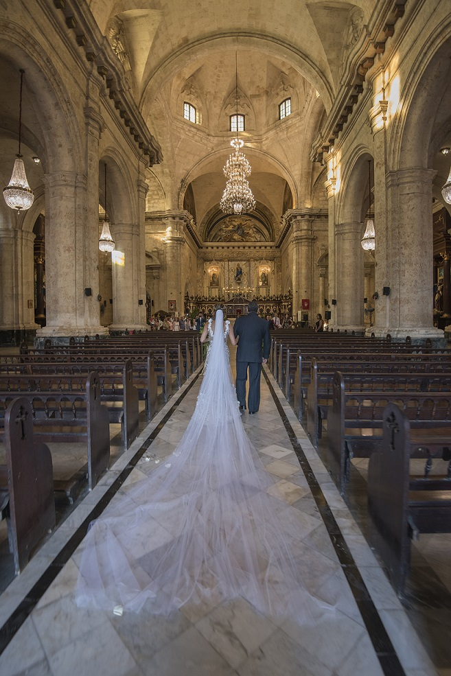green havana cathedral wedding