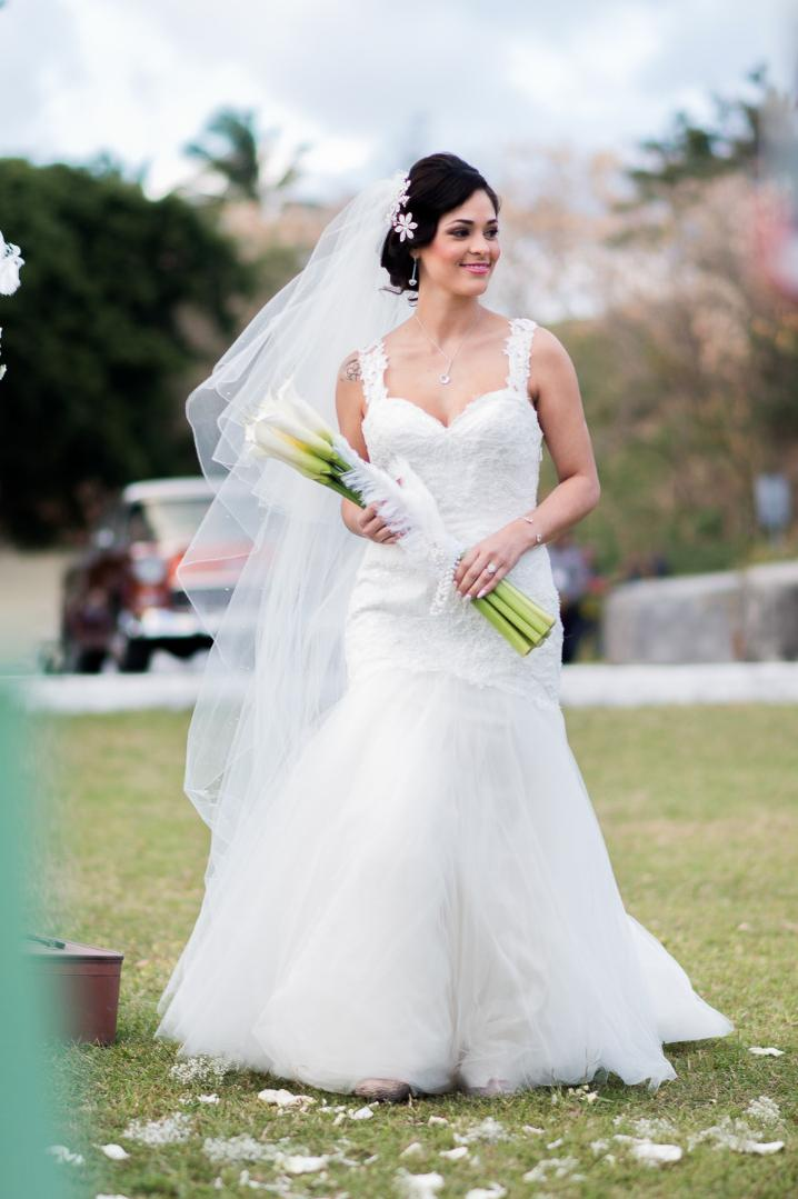 elegant havana wedding bride bouquet
